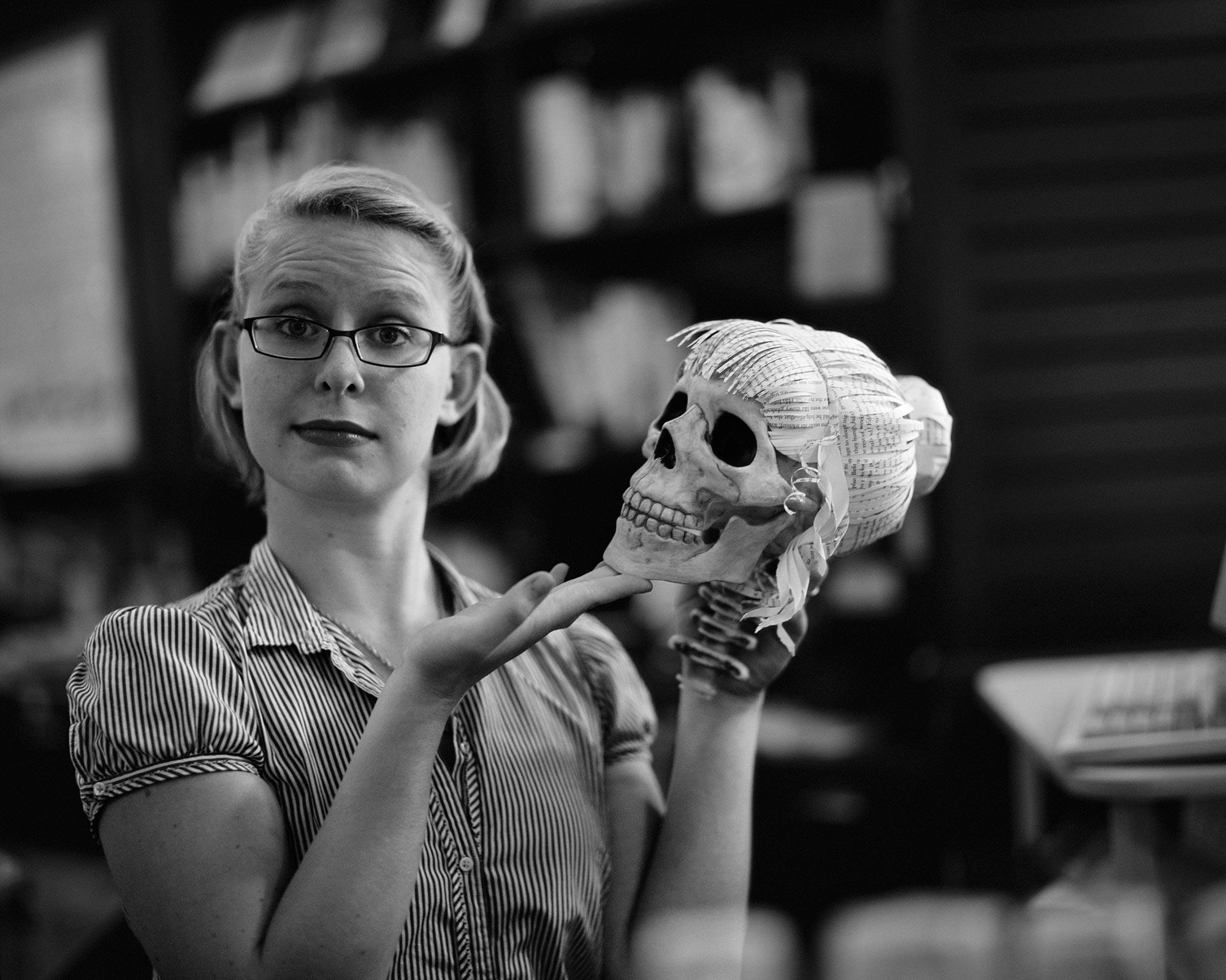 Kate and Skull, Annie Bloom